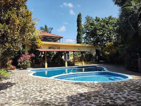 Relaxing Private Villa w/ Swimming Pool Near Park