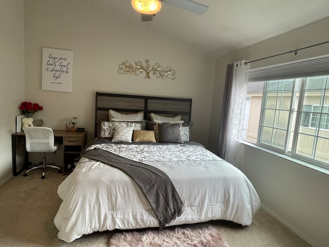 Master bedroom(king size bed) with walk-in closet! And a Desk for work!