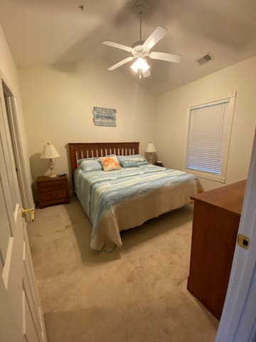 King Guest room with shared bath