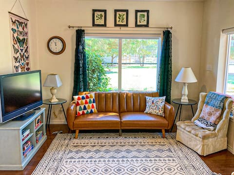 NEW! Cute 1/1 with full kitchen-washer/dryer-Wifi