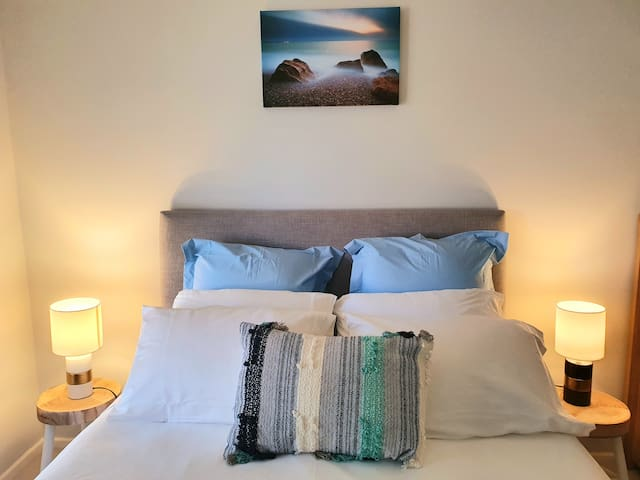Queen size bed with 1200 TC Egyptian cotton for that great night sleep.