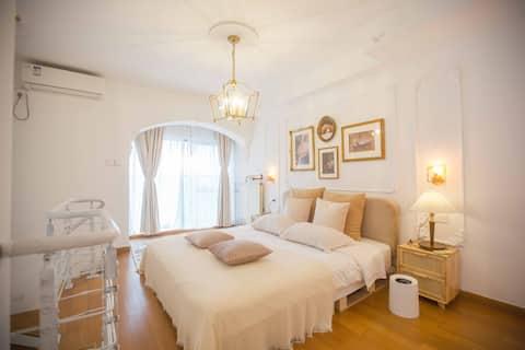 Qian Yi   Sunlight 100   Heating   Floor-to-ceiling windows loft   French loft   Projection   Near Hua Wanda Ginza   Qixi B&B