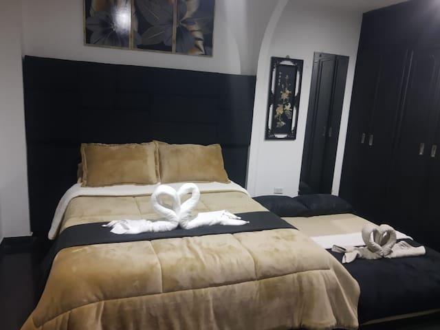 Additional  full size bed  - sleeps two. Cama adicional de tamaño doble para dos personas.