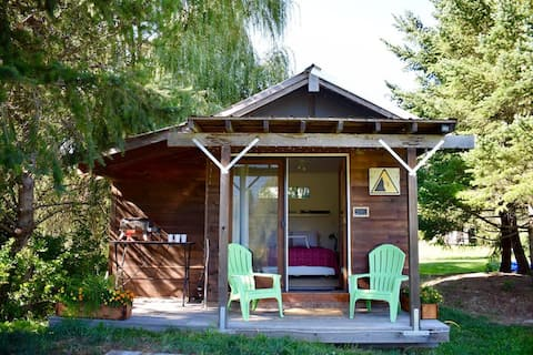 Lazy Acres - Cozy Micro Cabin on Pemberton Acreage