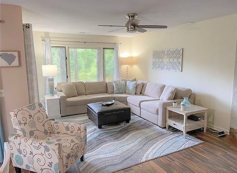 Spacious 2058 sq ft 3 bedroom minutes to the beach
