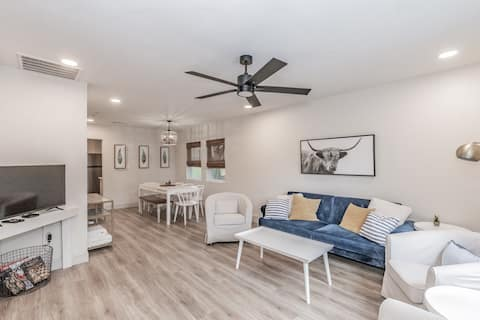 Cozy Bungalow near Arts and Cultural district
