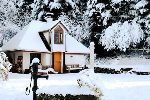 Gemütliches Häuschen mit Kamin und großem Garten