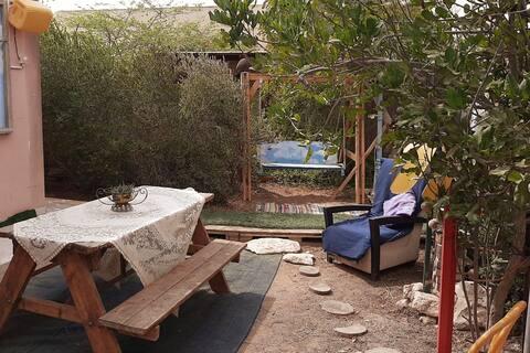 מתחם אירוח בחצר ביתית