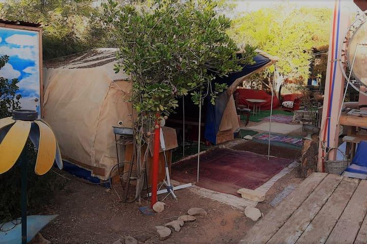 אוהל לינה (עד 4 איש)