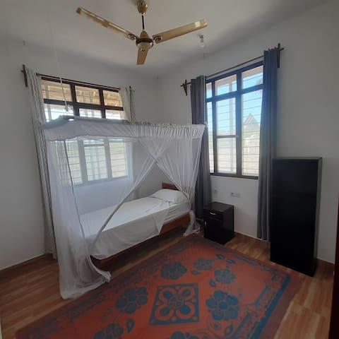 ROOM2: 1 single bed very big room