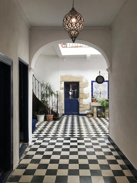 Andalusian Suite. Cottage of character:  Blue bird