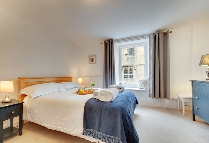 Large comfortable bedroom with double bed and uninterrupted views of Alnwick Castle.