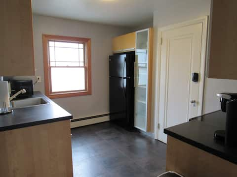 2 bedroom on quiet street close to everything