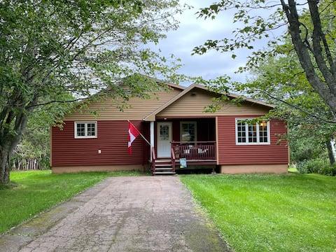 Vrolijk Fairy Cottage heeft 3 slaapkamers en een hot tub.