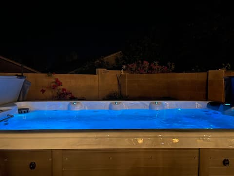 Quiet, cozy getaway w/ hot tub under the stars
