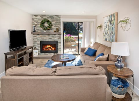 Clean and Cozy 2 Bedroom Condo w Fireplace & Patio
