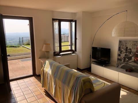 Appartamento in villa, giardino e vista panoramica