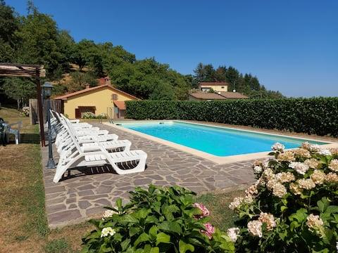 Villa toscana con piscina e giardino privati