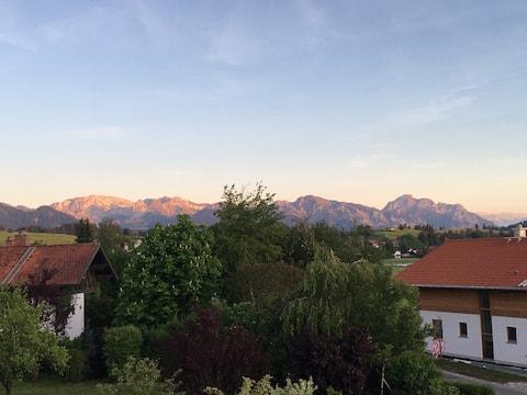 Traumurlaub wo auf Bergen Schlösser wachsen