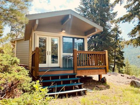 Peaceful Retreat at Evergreen Mountain Cabin