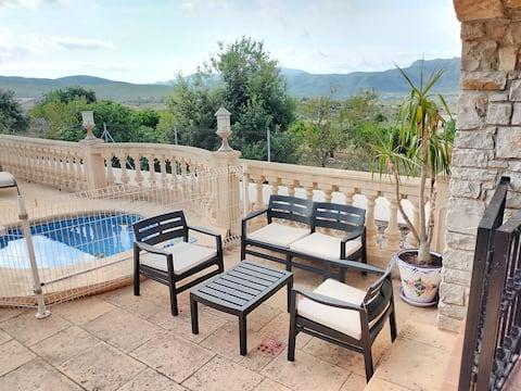 Preciosa villa con piscina e increíbles vistas