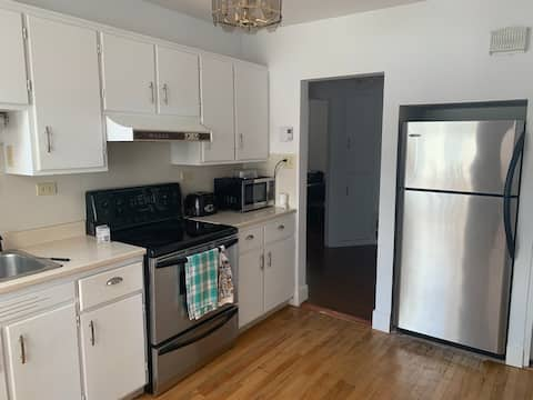 Large 1 bedroom apartment, cozy king size bed