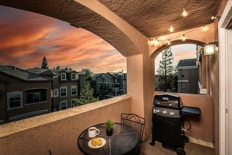 Современный номер люкс Oasis Suite с роскошным душем для двоих
