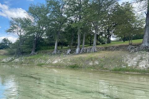Private Medina River Retreat - The Lucky Dip