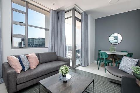 Apartamento moderno de um quarto com segurança e estacionamento