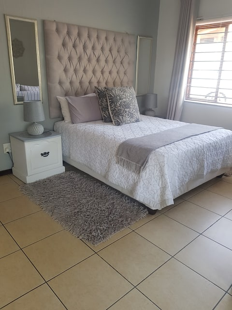 SPACIOUS 2 BEDROOM PLACE WITH FREE PARKING