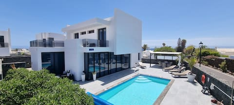 Exclusive Villa in Puerto del Carmen, Top Lage