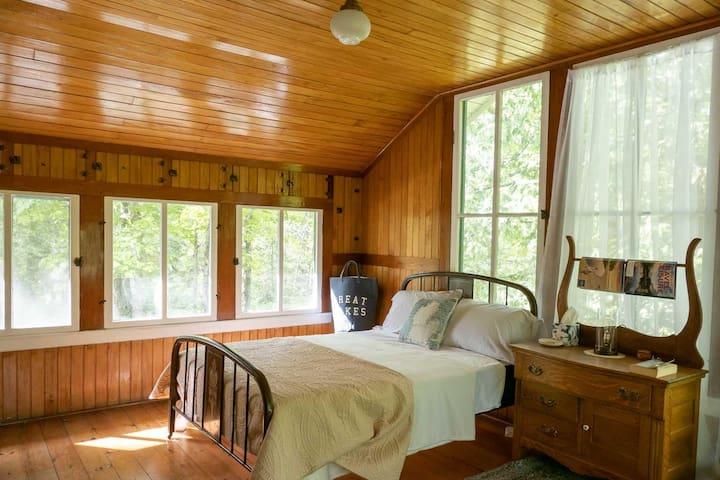 3rd bedroom | 2 beds (PORCH NO HEAT)