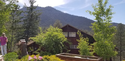 Secluded tranquil cabin with spectacular views