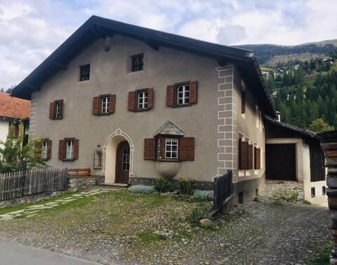 Auszeit mitten in Bergün in altem Engadinerhaus