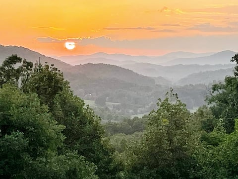 Spacious escape, GORGEOUS sunsets over the Smokies