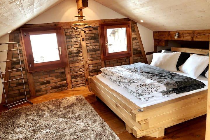 offener Schlafbereich 1 mit Doppelbett