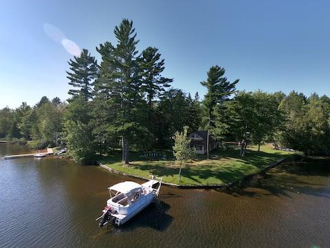 Cozy, Lakefront Cabin - Year Round Escape!