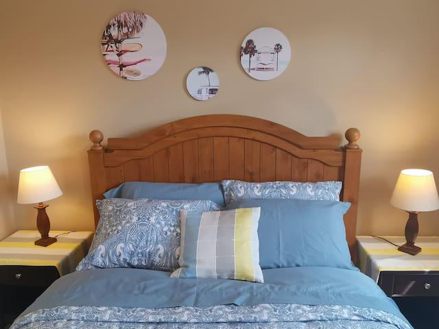 room2: queen bed