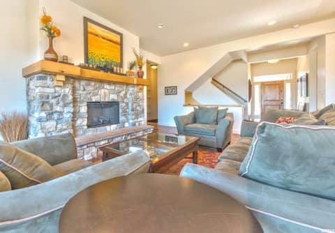 Spacious Mountain Home Perfect for Families