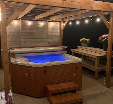 Walk out 2 bed basement w/ hot tub in West Omaha!