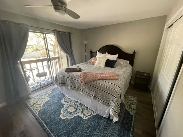 Master bedroom with king bed. Guests have raved about the comfort of the mattress and luxurious sheets.