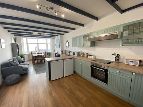 Spacious Pembrokeshire townhouse with sea views