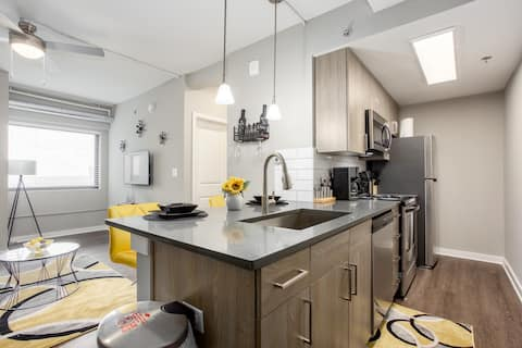 Discounted Modern  1-bdrm Rental Unit W/City Views