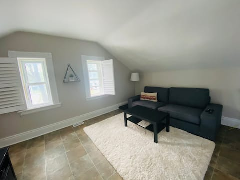 Cozy space minutes from Downtown Collingwood
