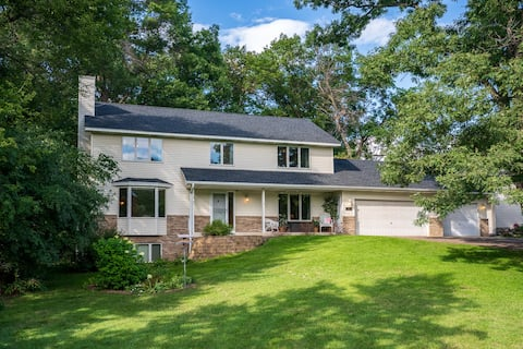 Private 4 BR Home with Wooded Backyard