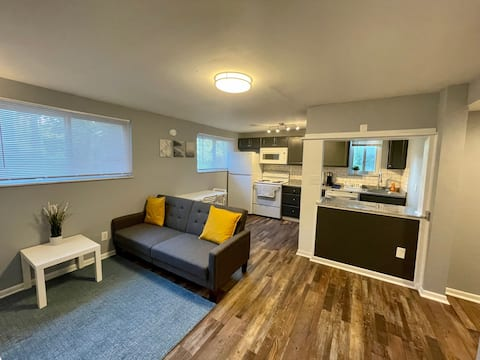 Newly Renovated 2 bed Luxury Apartment A+ Location