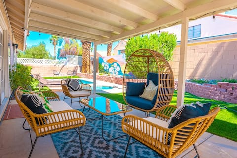 Cozy 3BR Home with spa & pool - 9 Mi to LV Strip!
