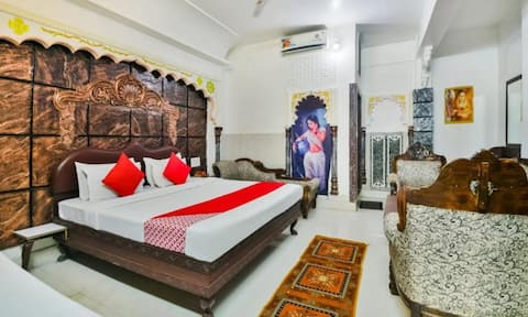 Leisure at Royal Palace for 2 guests