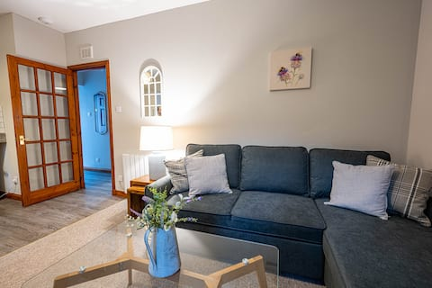 Cozy Newly Renovated Town Centre Apartment