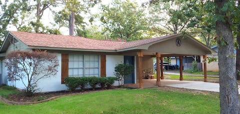 Heart of Longview Cozy Home / near hospitals - NEW